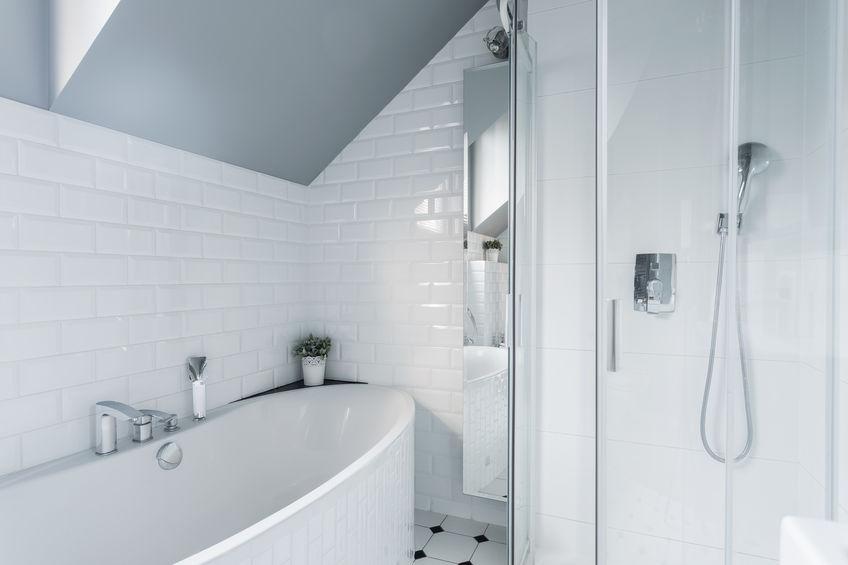 peindre une petite salle de bains